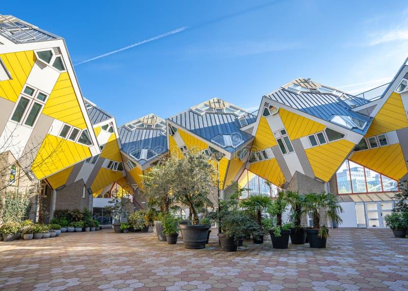 Het kubushuis is een reeks innovatieve die huizen in Rotterdam, Nederland worden gebouwd stock foto