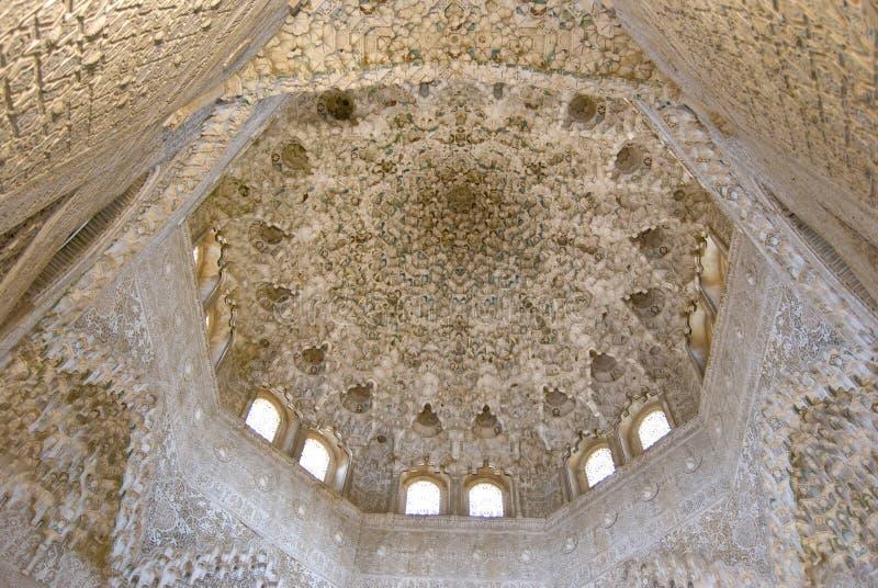 Het kunstwerk van Arabesque op het plafond stock foto