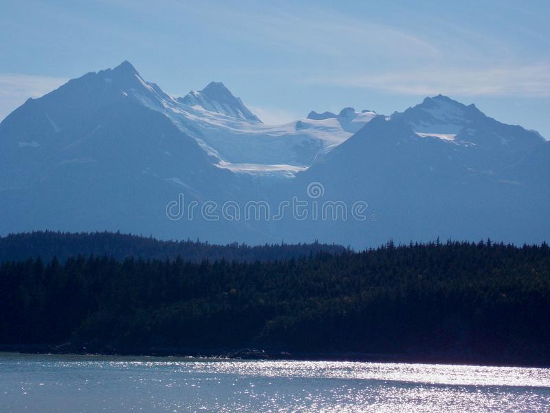 Het kustlandschap van Alaska stock afbeelding