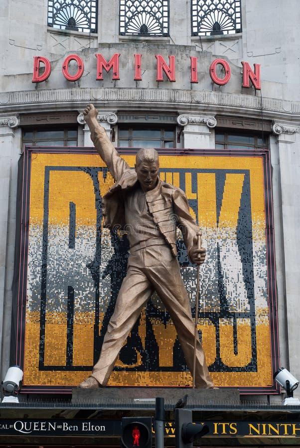 Het Kwik van Freddie van het Theater van de heerschappij Koningin Statue stock afbeeldingen