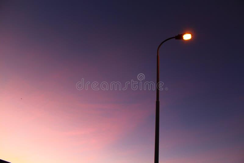 Het Laatste Licht van Dag het Eerste Licht van Nacht stock afbeeldingen