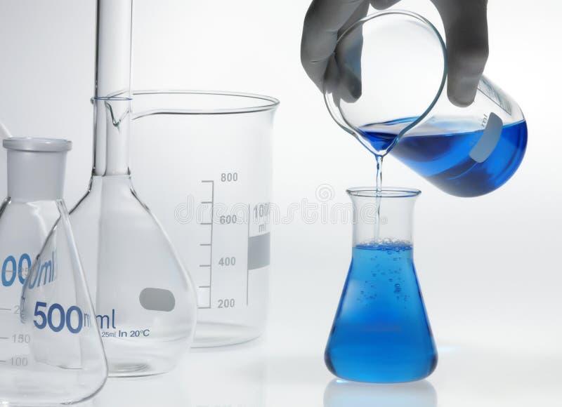 Het laboratoriumapparatuur van de chemie stock afbeelding