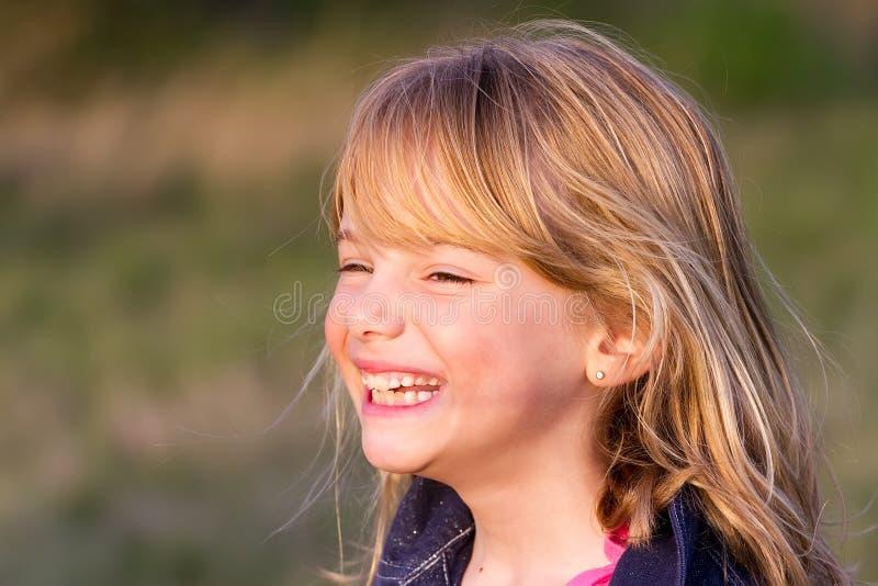 Het lachen van het meisje stock foto's