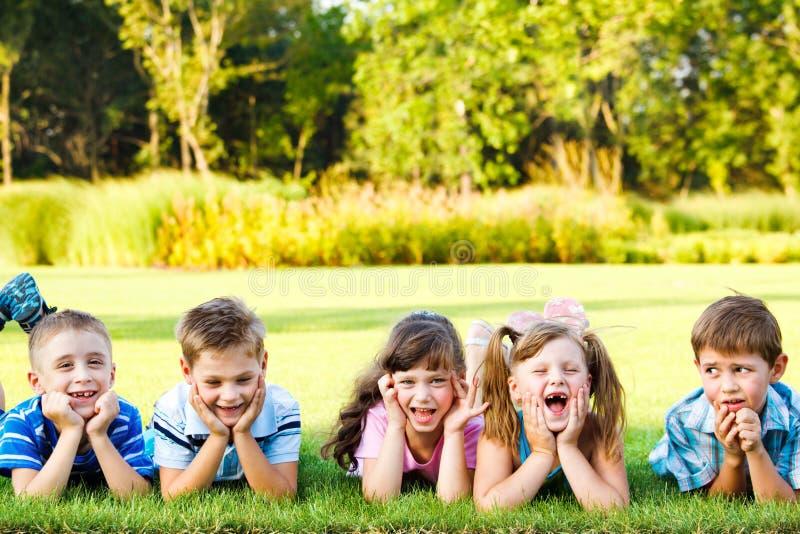 Het lachen van kleuters royalty-vrije stock foto's