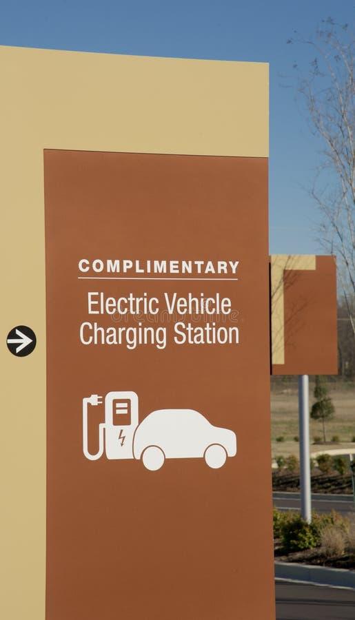 Het Laden van het elektrische voertuig Post royalty-vrije stock afbeelding