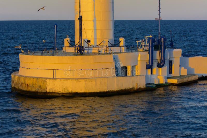 Het lagere deel van de vuurtoren bij de ingang aan haven op bedelaars royalty-vrije stock foto's