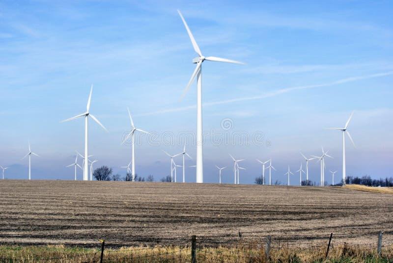 Het Landbouwbedrijf dat van de wind Energie uitrust royalty-vrije stock afbeeldingen