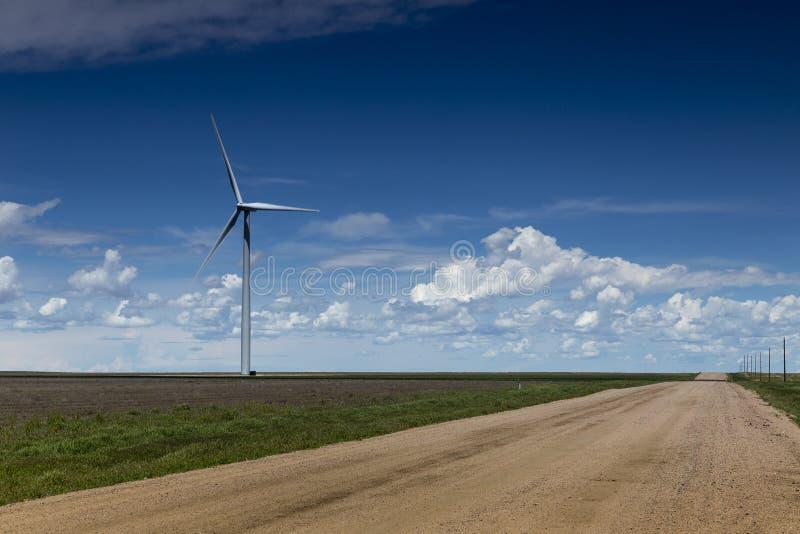 Het Landbouwbedrijf en de Landweg van de wind royalty-vrije stock afbeeldingen