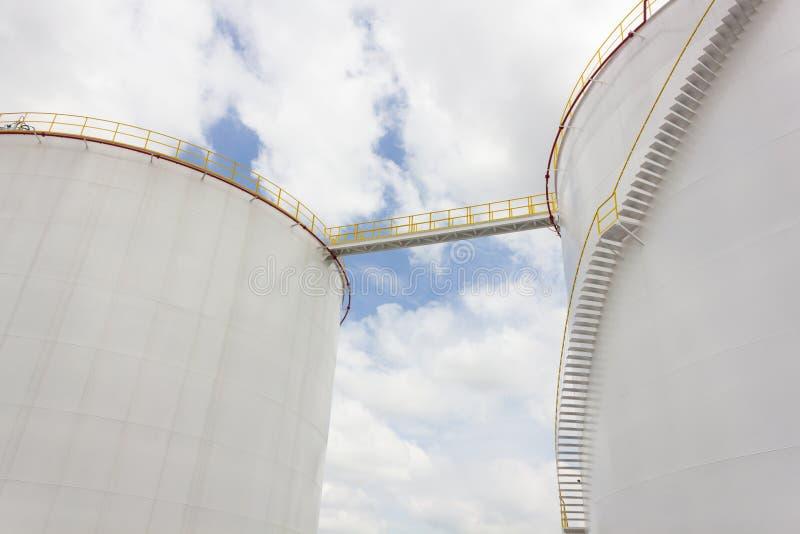 Het landbouwbedrijf van de olietank in raffinaderij royalty-vrije stock foto's