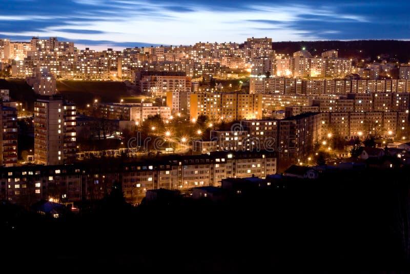 Het landgoed van de huisvesting bij zonsondergang, Bratislava, Slowakije stock foto