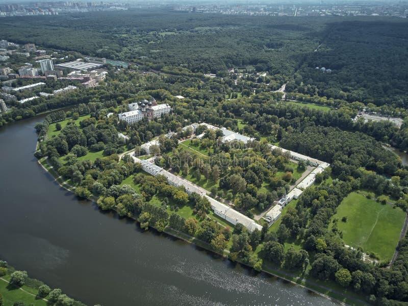 Het Landgoed van Romanovs in Izmailovo Moskou, Rusland Lucht panoramische hommelmening stock foto's