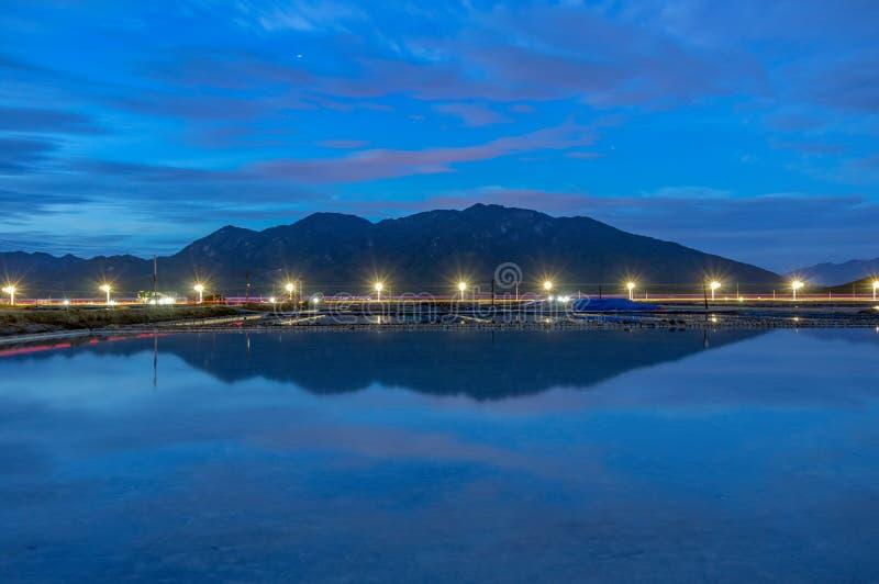 Het landschap de traditionele dorpen maakte zout van het overzees in Khanh Hoa, Vietnam royalty-vrije stock foto's