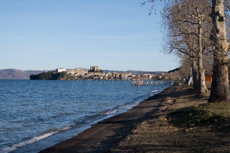 Het landschap van het Barrea-meer, Abruzzo, Italië stock afbeeldingen