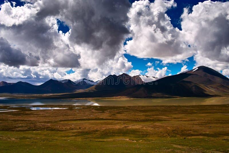 Het landschap van bergen Tanggula royalty-vrije stock afbeeldingen