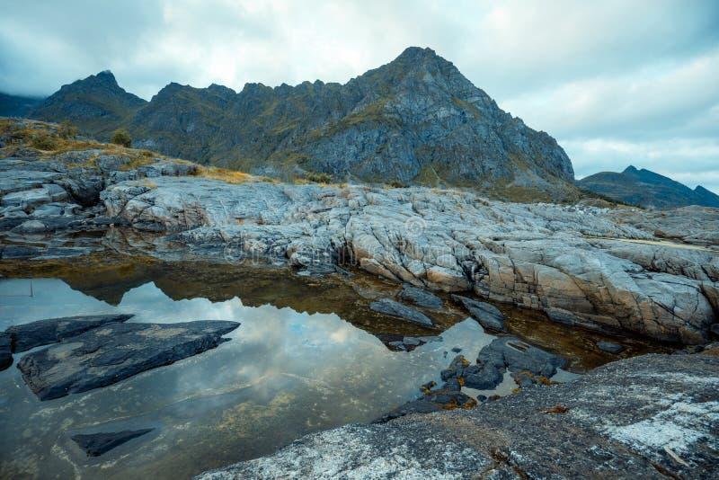 Het landschap van het bergnoorden Mooie aard van Noorwegen royalty-vrije stock afbeelding