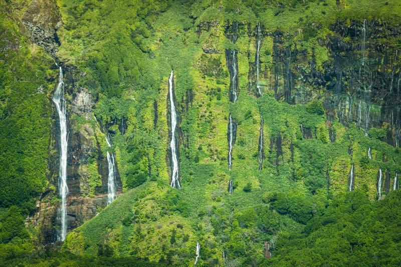 Het landschap van de Azoren in Flores-eiland Watervallen in Pozo DA Alagoin stock afbeeldingen