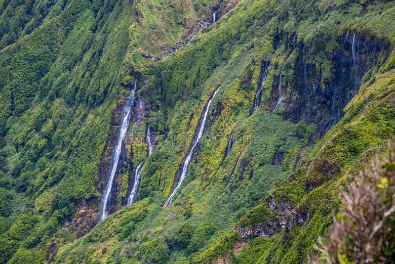 Het landschap van de Azoren in Flores-eiland Watervallen in Pozo DA Alagoin stock foto