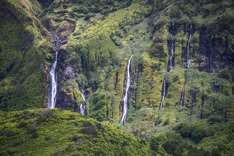 Het landschap van de Azoren in Flores-eiland Watervallen in Pozo DA Alagoin royalty-vrije stock foto's