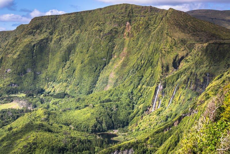 Het landschap van de Azoren in Flores-eiland Watervallen in Pozo DA Alagoin stock foto's