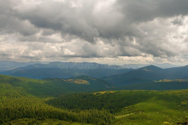 Download Het landschap van de berg stock foto. Afbeelding bestaande uit landschap - 10778416