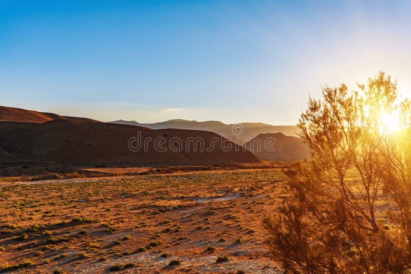 Het landschap van de berg bij zonsondergang royalty-vrije stock afbeeldingen