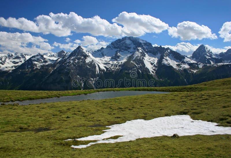 Het landschap van de berg in de lente royalty-vrije stock afbeelding