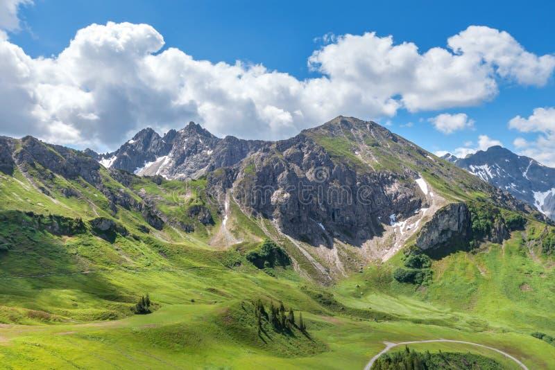 Het Landschap van de berg in de Zomer stock afbeelding