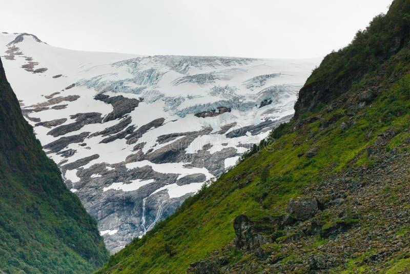 Download Het Landschap Van De Bergenzomer In Noorwegen Stock Afbeelding - Afbeelding bestaande uit ijzig, mening: 107708031