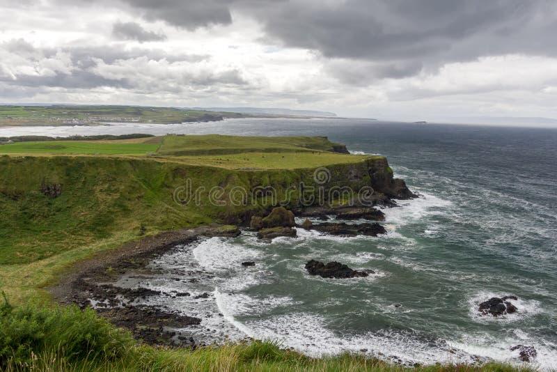 Het landschap van de Causeway van Giant in Noord-Ierland in het Verenigd Koninkrijk UNESCO-erfgoed royalty-vrije stock afbeelding
