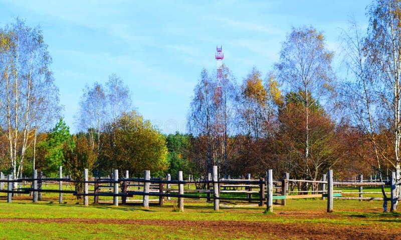 Het landschap van de de herfstboerderij als achtergrond royalty-vrije stock afbeeldingen