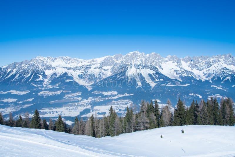 Het landschap van de de wintersneeuw van alpen in Tirol royalty-vrije stock fotografie