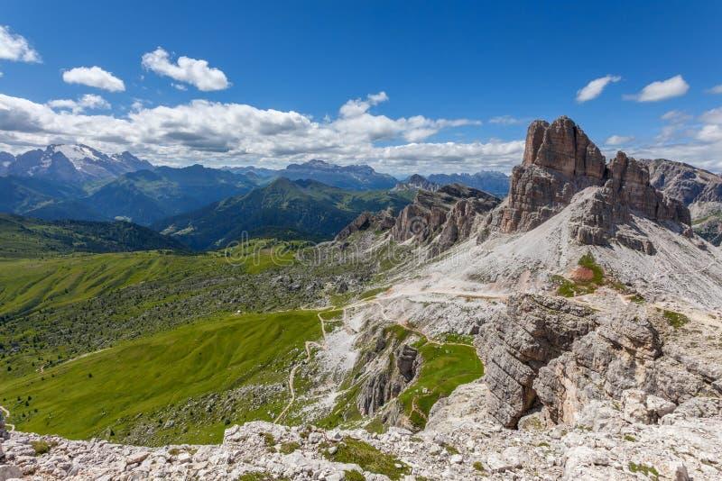 Het landschap van de de zomerberg - Dolomiet, Italië stock afbeelding