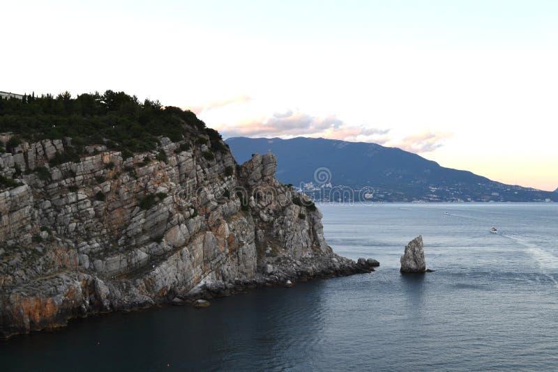 Het landschap van de Krim slikt dichtbij Nestkasteel stock afbeeldingen