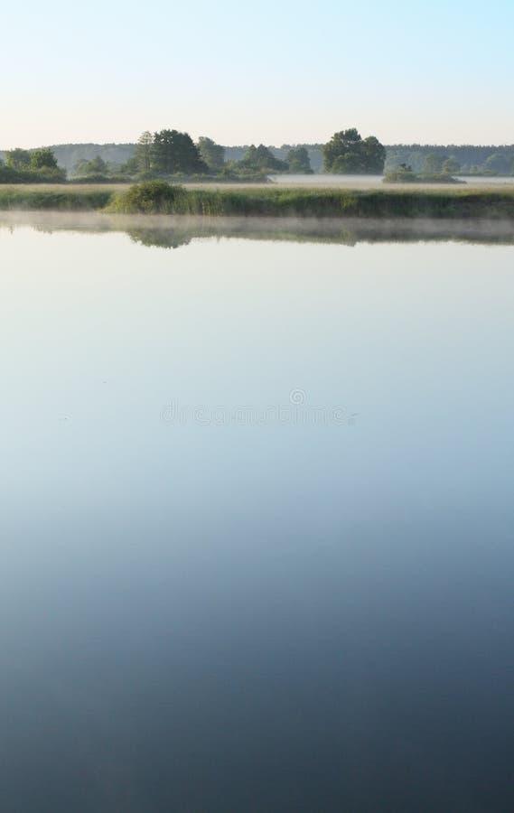 Download Het Landschap Van De Ochtend Stock Afbeelding - Afbeelding bestaande uit water, rivier: 10780601