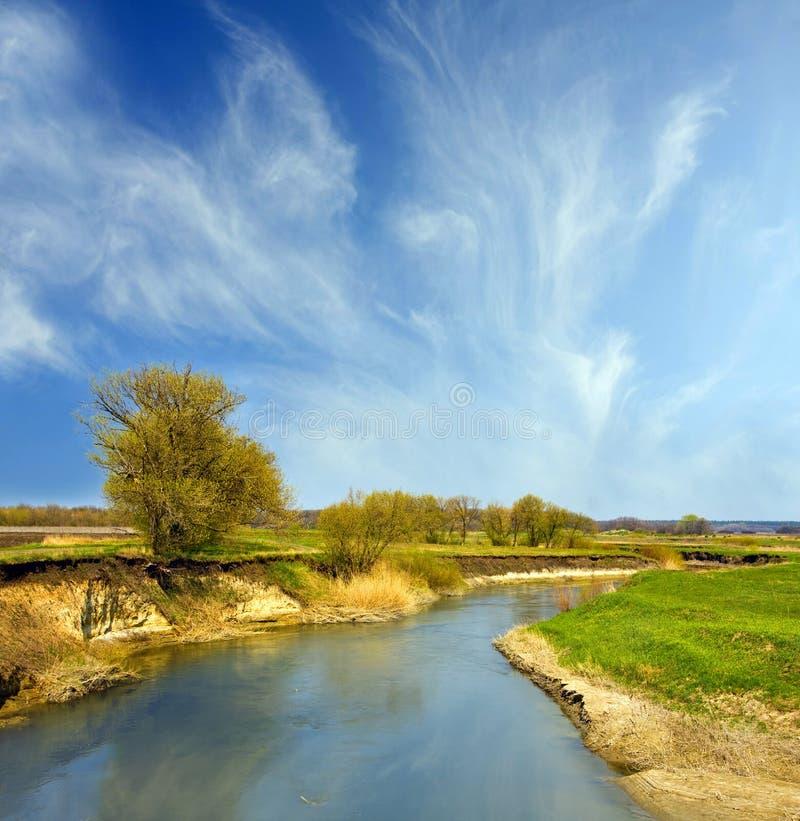 Download Het Landschap Van De Rivier Stock Afbeelding - Afbeelding bestaande uit mooi, nevel: 10777029