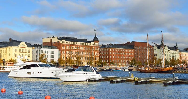 Het landschap van de stad Het noordenhaven in Helsinki royalty-vrije stock foto
