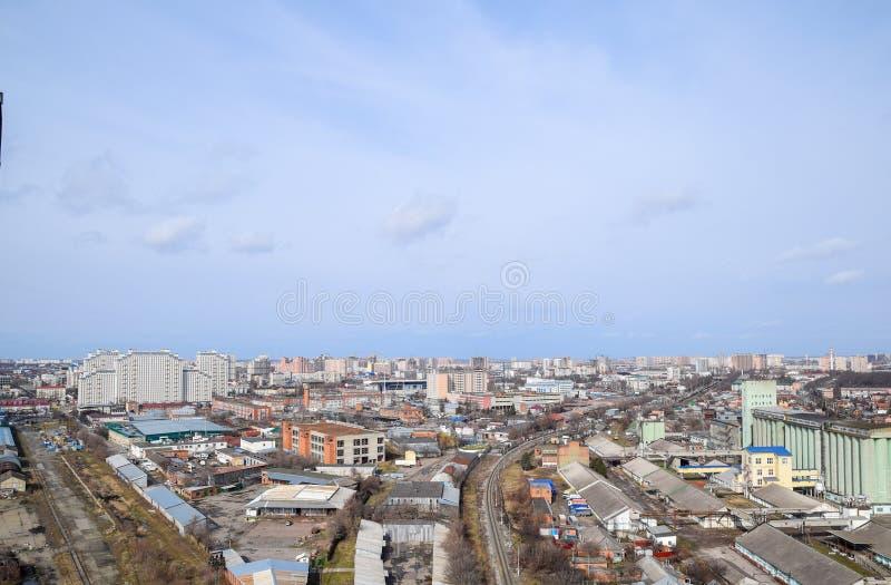 Het landschap van de stad De mening van de hoogten van de 24ste verdieping Krasnodarstad stock afbeelding