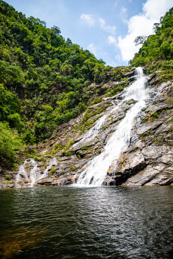 Het Landschap van de Tonanriwaterval, aard van het zuidelijke deel van Hainan-Provincie, China stock afbeelding