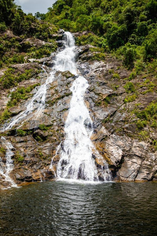 Het Landschap van de Tonanriwaterval, aard van het zuidelijke deel van Hainan-Provincie, China stock foto's
