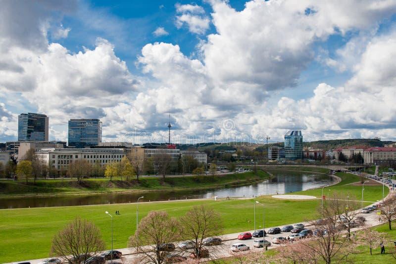 Het landschap van de Vilniusstad in de lente royalty-vrije stock fotografie
