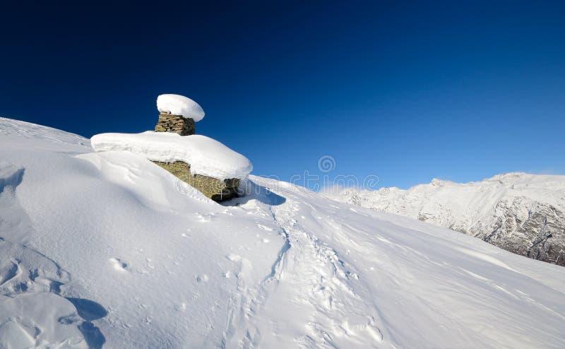 Het landschap van de winter in de Italiaanse Alpen stock afbeelding