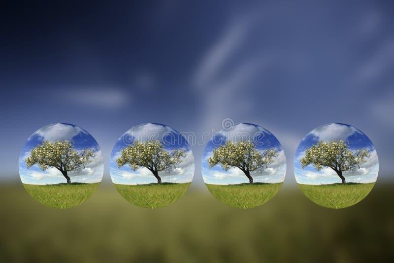 Het landschap van de zomer met kleine binnen bollen royalty-vrije stock afbeelding