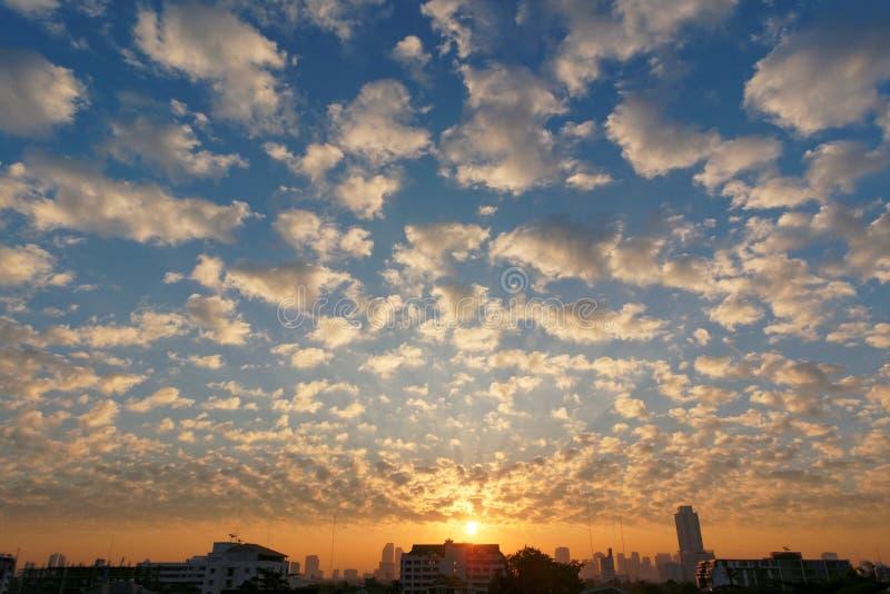 Het Landschap van de zonsondergangwolk stock foto
