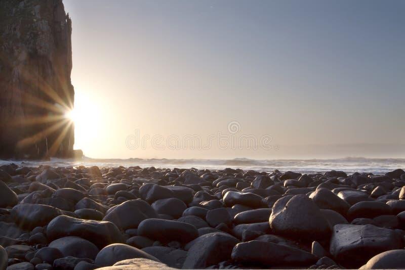Het landschap van de zonsopgang met rotsenklippen royalty-vrije stock foto