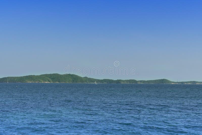 Het landschap van het eiland Kao Samet met oceaan in Rayong Thailand stock foto's