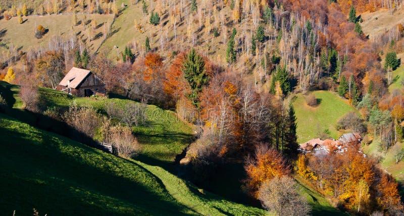 Het landschap van het dorp in Roemenië stock foto's