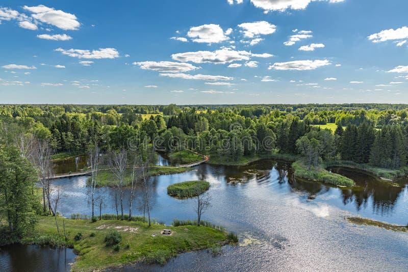 Het landschap van het meer Grootste karst meer in Litouwen stock fotografie