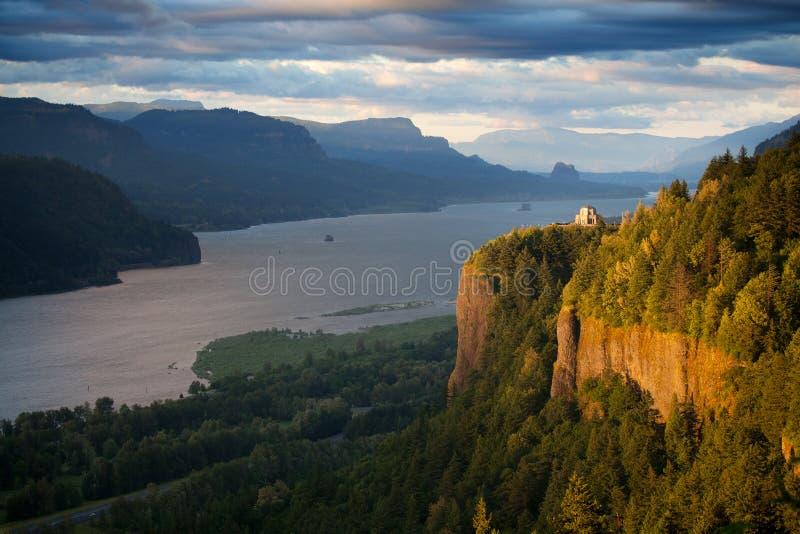 Het landschap van Oregon - de rivier van Colombia van het Punt van de Kroon stock foto's