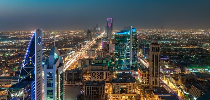 Het landschap van Saudi-Arabië Riyadh bij nacht - Riyadh het Centrum van het Torenkoninkrijk - Horizon van de Koninkrijkstoren †royalty-vrije stock foto's