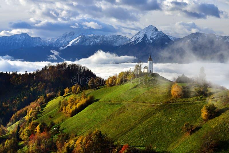Het landschap van Slovenië, aard, de herfstscène, aard, waterval, bergen royalty-vrije stock afbeelding